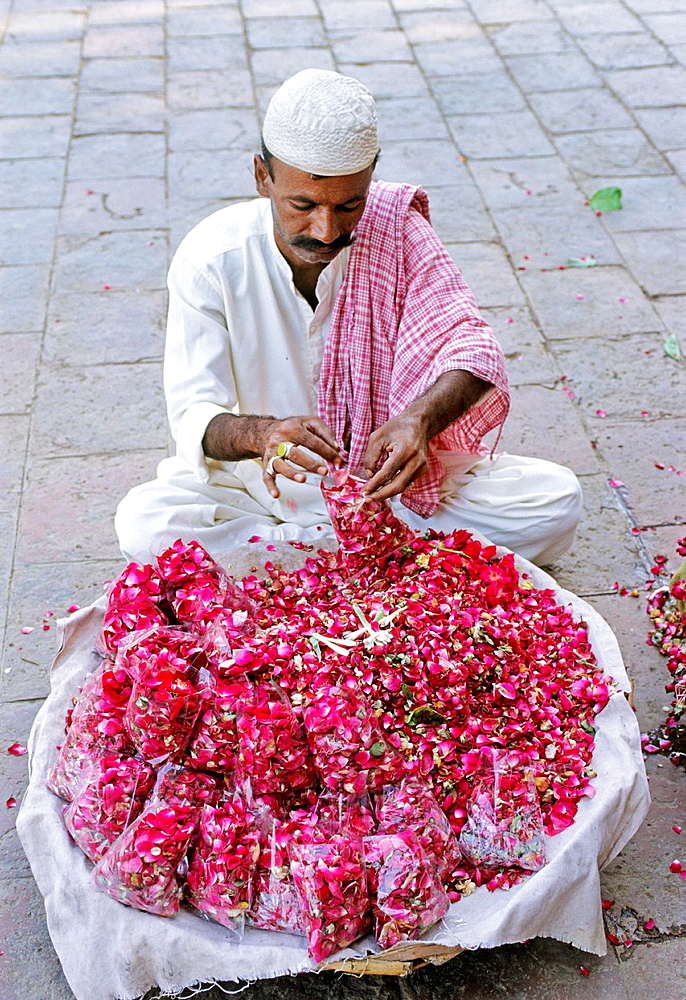 Pakistan, Multan, Mausoleum of Rukn-i-Alam, Rose petals vendor