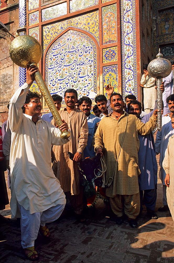 Pakistan, Punjab, Lahore, Wazir Khan mosque, Eid al-Adha festival, Muslim devotees