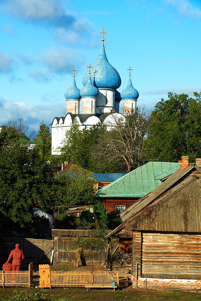 Russia, Rossiya, Vladimir Oblast, Golden Ring, Suzdal, Unesco world heritage, Fortified citadel kremlin Cathedral of the Nativity, 12th century, and domed belfry