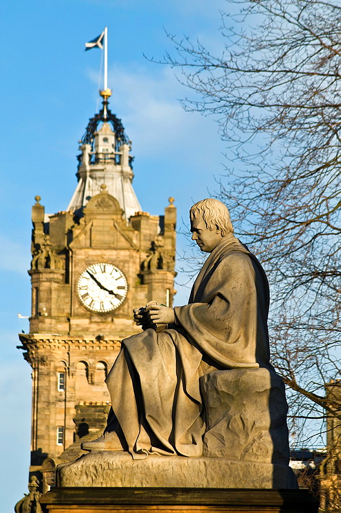 Walter Scott monument PRINCES ST GARDENS EDINBURGH Sir Walter Scotts Memorial statue monument and Balmoral Hotel clock tower