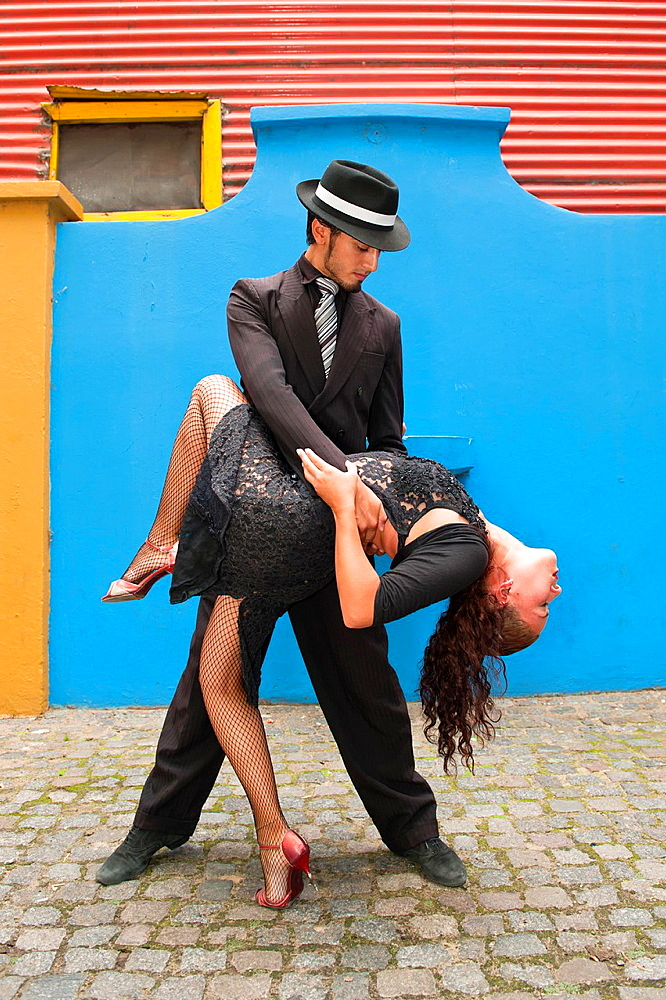 Couple of Tango dancers, El Caminito, La Boca district, Buenos Aires, Argentina