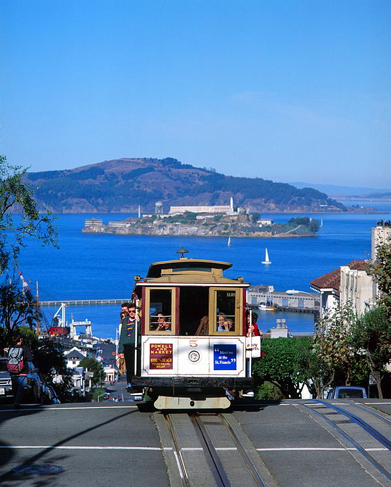 US, San Francisco, cable, car, with, showing, Alcatraz, background, California, USA, America, United States, North Ame. US, San Francisco, cable, car, with, showing, Alcatraz, background, California, USA, America, United States, North Ame