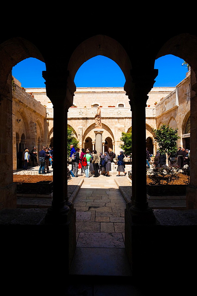 Israel, West Bank, Bethlehem, Chruch of the Nativity, courtyard - 817-356604