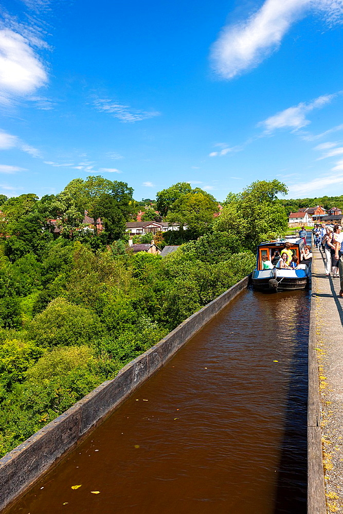 Pontcysyllte Aqueduct Welsh, Traphont Ddwr Pontcysyllte is a navigable aqueduct that carries the Llangollen Canal over the valley of the River Dee in Wrexham in north east Wales Completed in 1805, it is the longest and highest aqueduct in Britain, a Grade. Pontcysyllte Aqueduct Welsh, Traphont Ddwr Pontcysyllte is a navigable aqueduct that carries the Llangollen Canal over the valley of the River Dee in Wrexham in north east Wales Completed in 1805, it is the longest and highest aqueduct in Britain, a Grade I Listed Building and a World Heritage Site, Pontcysyllte, Wales, GB, Europe