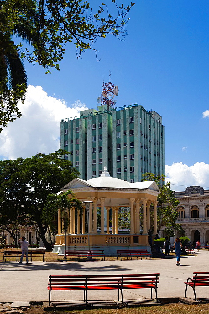 Cuba, Santa Clara Province, Santa Clara, Parque Vidal park and the Hotel Santa Clara Libre, tallest building in the city