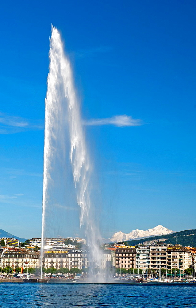 The monumental water fountain Jet d¥Eau at the Lake Geneva lakefront in front of the snowcovered Mont Blanc mountain range in neighbouring France, Geneva, Switzerland