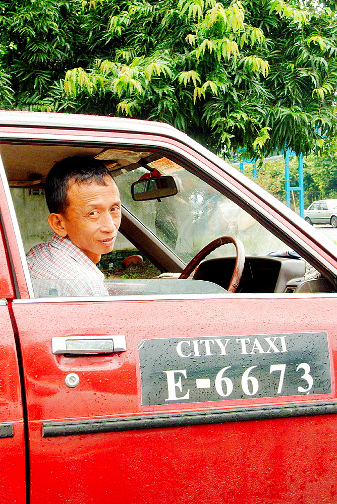 Taxi stopped at Yangon¥s traffic