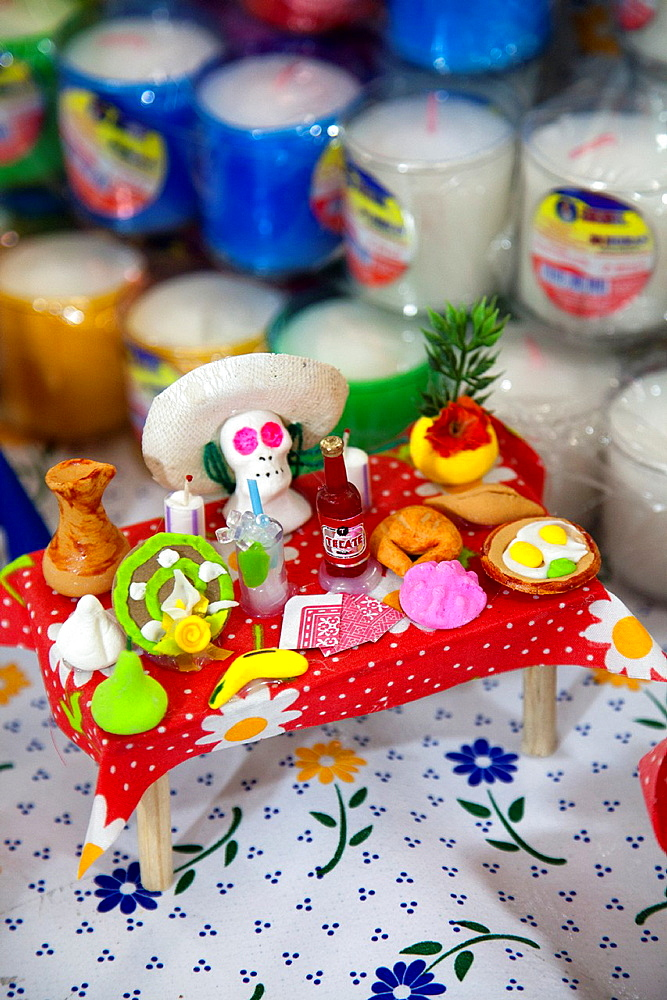 Ofrendas, sugared sweet altar offerings to clebrate Day of the Dead, at Jamaica Market in Colonia Jamaica in Venustiano Carranza borough of Mexico City - 817-413998