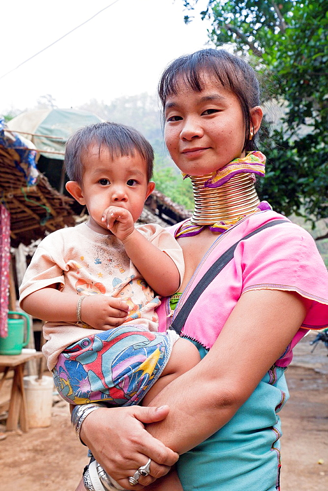 Woman from the Kayan minority group with her young child, Huai Seau Tao, Mae Hong Son Province, Thailand