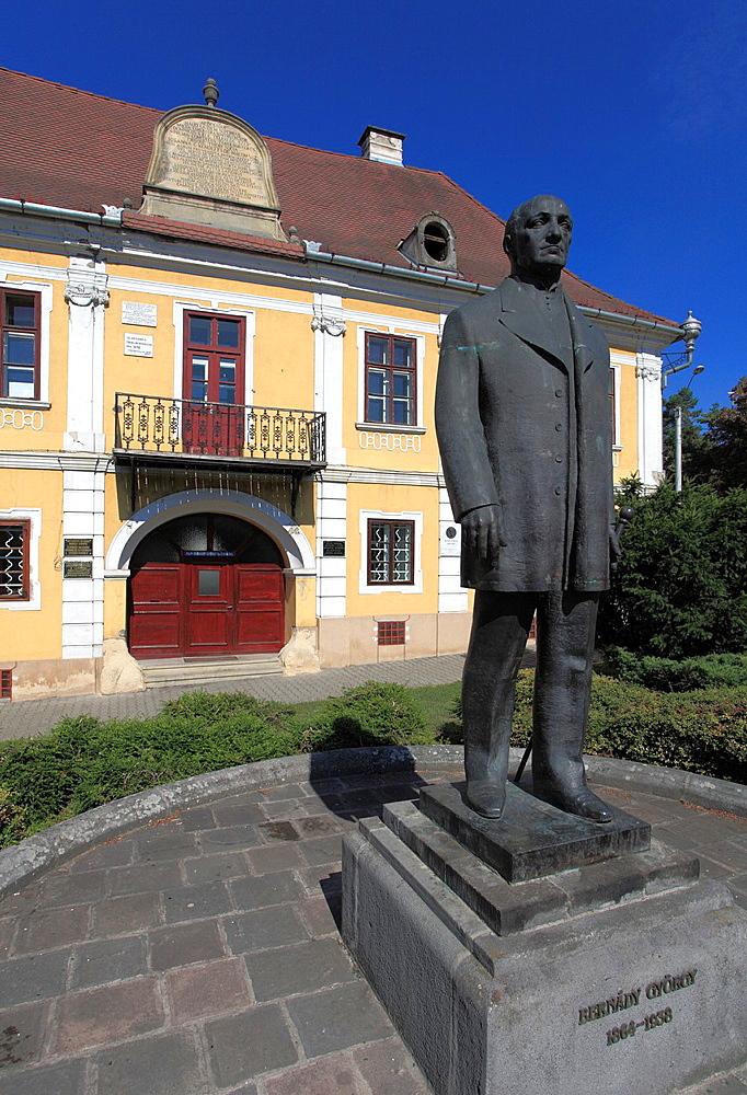 Romania, Targu Mures, mayor Gyorgy Bernady statue, Teleki House,
