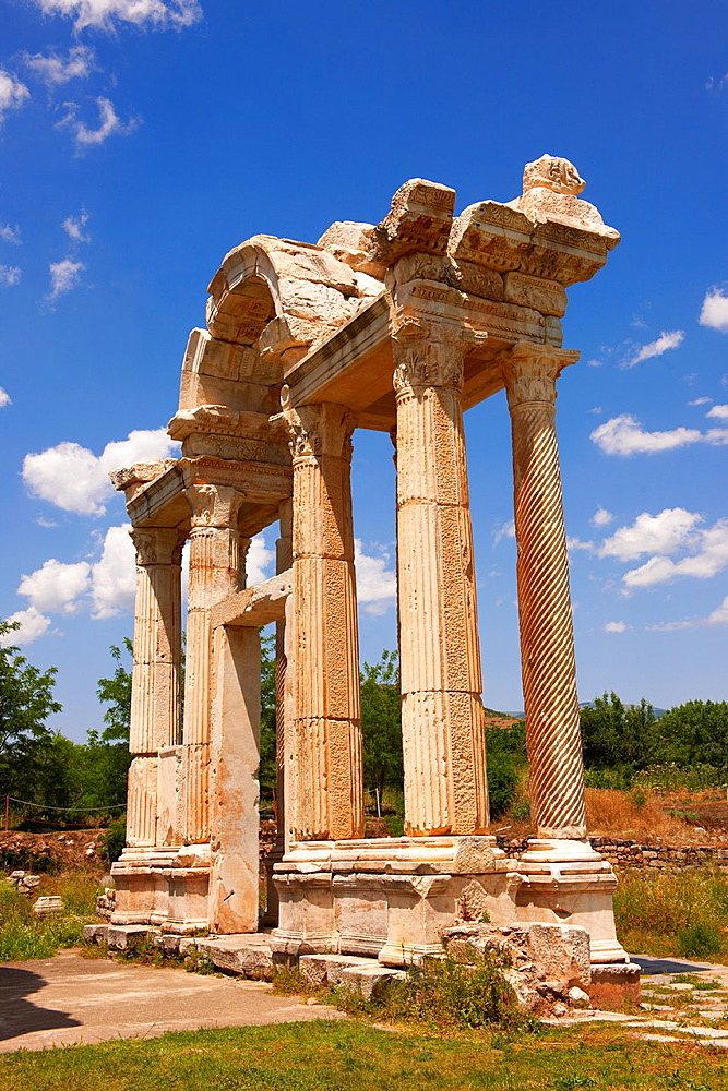 Double Tetrapylon Gate, Aphrodisias, Turkey A tetrapylon ¥four gates¥ is an ancient type of Roman monument of cubic shape, with a gate on each of the four sides: generally it was built on a crossroads