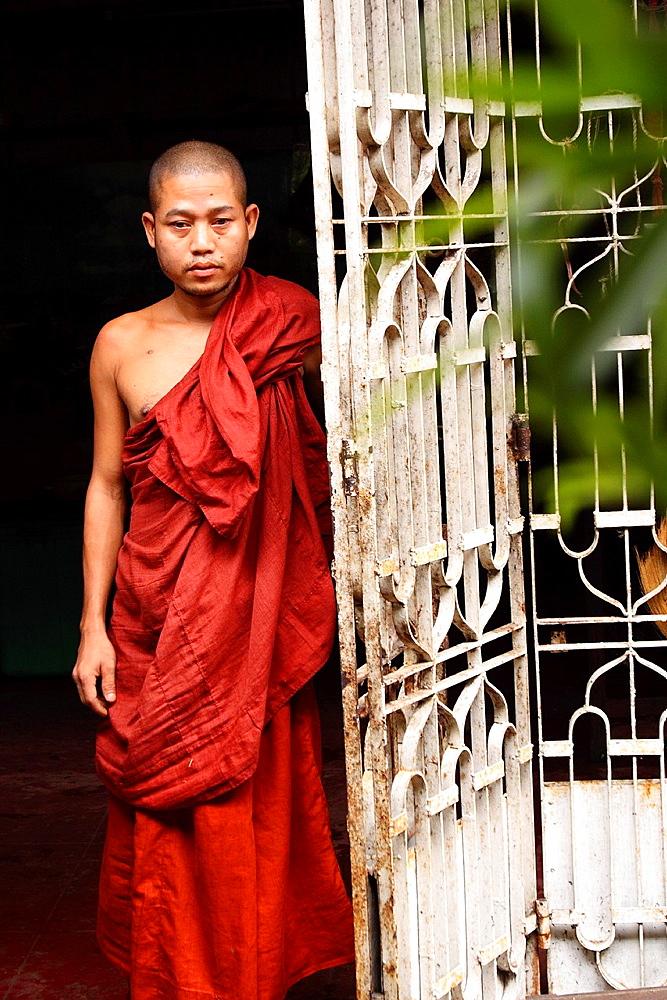 Portrait of a Burmaan novice, Myanmar, Burmaa, Asia
