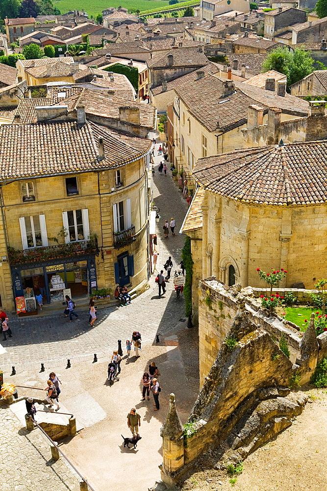 Plaza 'Place de L'eglise Monolithe' and street 'Rue de la Petite Fontaine', Saint-Emilion, near Bordeaux, in the Dordogne River Valley, Gironde region, Acquitaine, France, part of the monolithic church 'L'Eglise Monolithe' in foreground, May