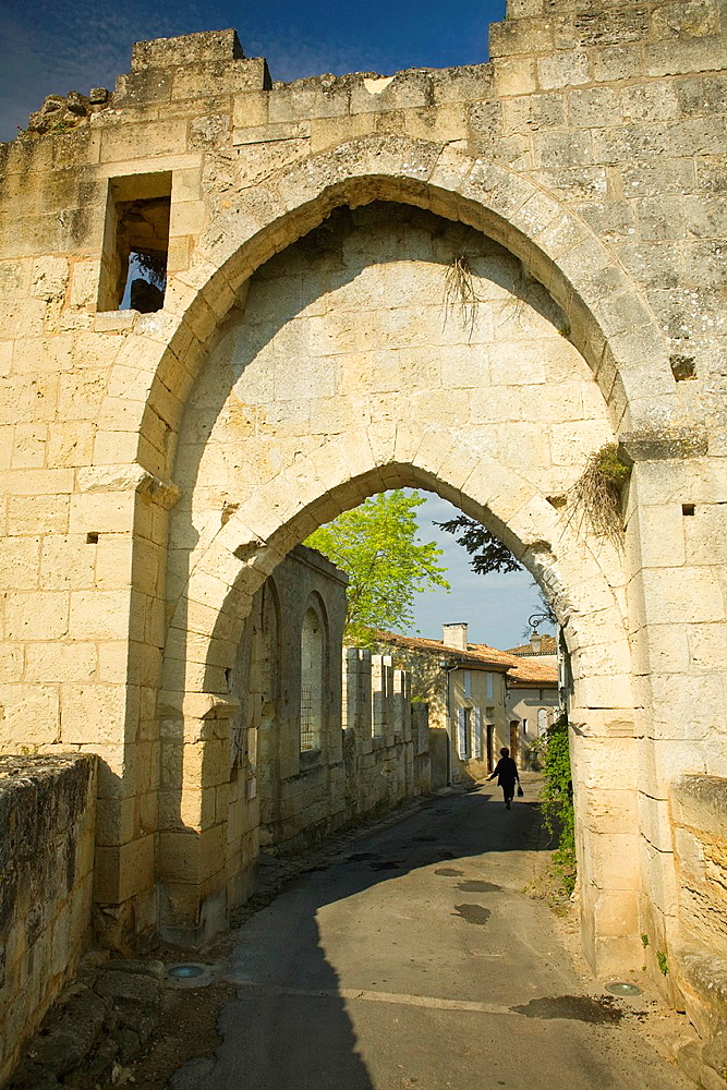 Saint-Emilion, in the Dordogne River Valley, Gironde region, Acquitaine, France, medieval town gateway 'Porte Brunet' with double pointed arches, May
