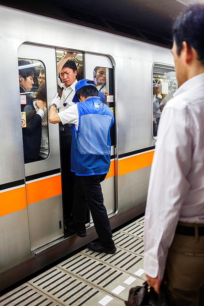 Rush hour at Akasaka-Mitsuke station Ginza Line Shinjuku, Tokyo, Japan