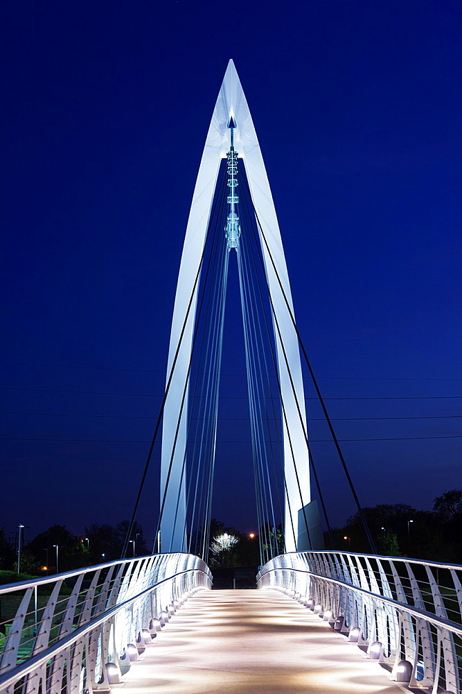 USA, Kansas, Wichita, Keeper of the Plains footbridge on the Arkansas River, dusk