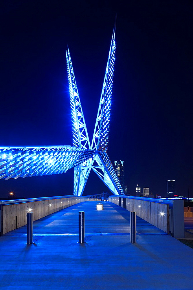 USA, Oklahoma, Oklahoma City, Skydance Footbridge over highway I-40, built 2012, dusk