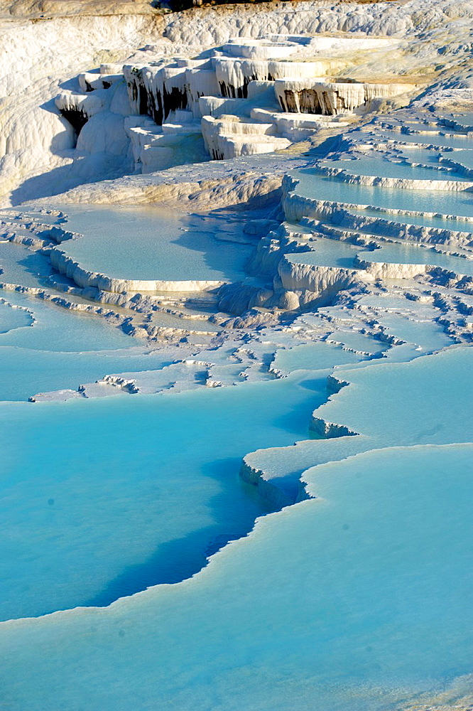 Photo of Pamukkale Travetine Terrace, Turkey Images of the white Calcium carbonate rock formations