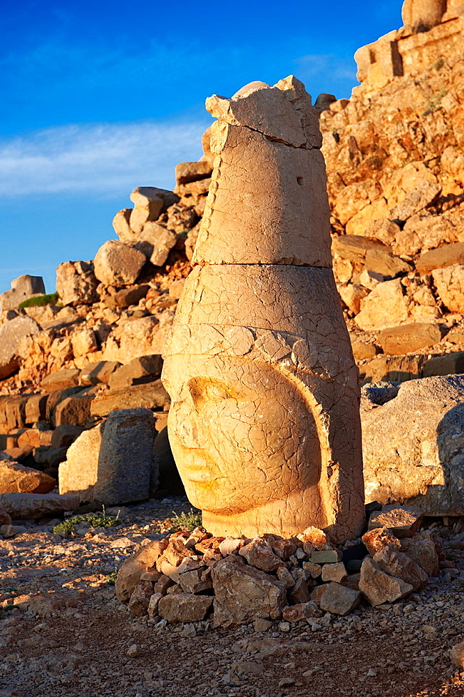 Pictures of the statues of around the tomb of Commagene King Antochus 1 on the top of Mount Nemrut, Turkey Stock photos & Photo art prints In 62 BC, King Antiochus I Theos of Commagene built on the mountain top a tomb-sanctuary flanked by huge statues 809 m/2630 ft high of himself, two lions, two eagles and various Greek, Armenian, and Iranian gods