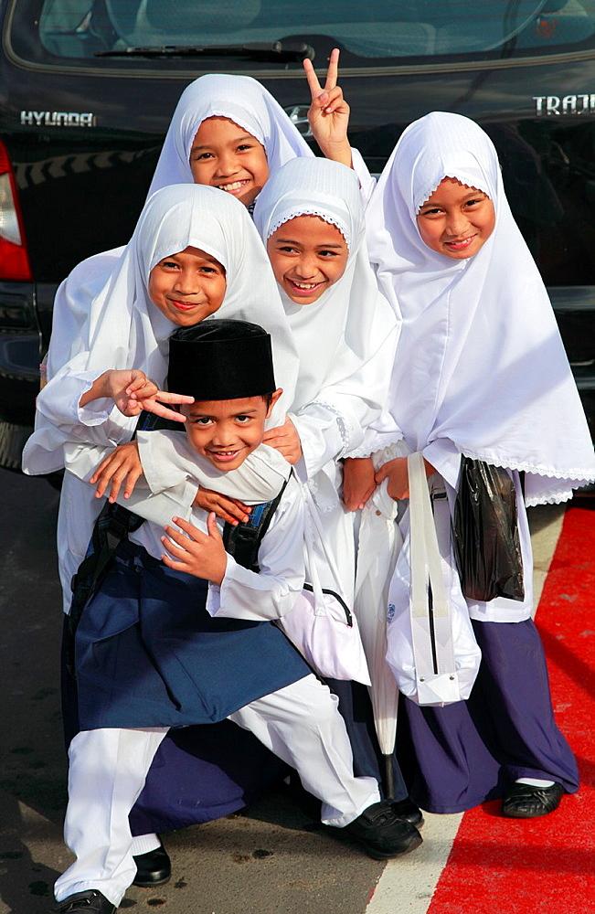 Brunei, Bandar Seri Begawan, schoolchildren,