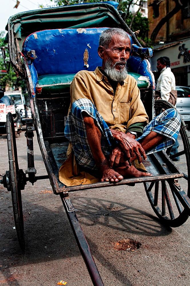 Rickshaw wallah in the streets of Calcutta, Kolkata, West Bengal, India