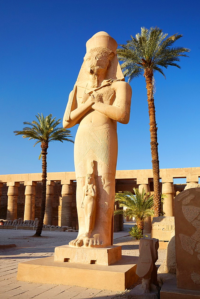 Karnak, Egypt, Statue of Pharaoh Ramses II with Queen Nefertari in the Great Courtyard, Amun-Re Temple, Karnak temple complex, Upper Egypt, UNESCO