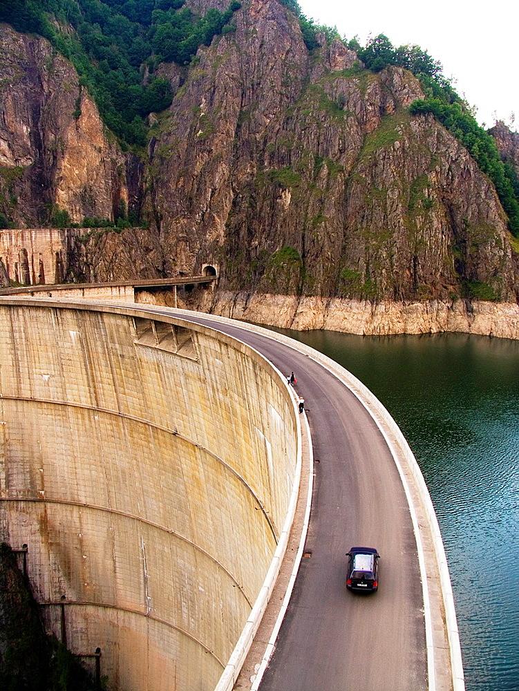 Europe, Romania, Walachia, Fagaras Mountains, Vidraru Lake, Dam.