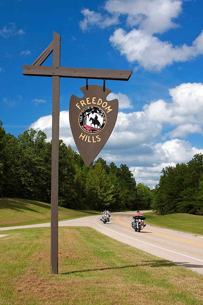 Natchez Trace Parkway, Freedom Hills Trail Marker, Alabama, Mile 317. Motorcyclists.