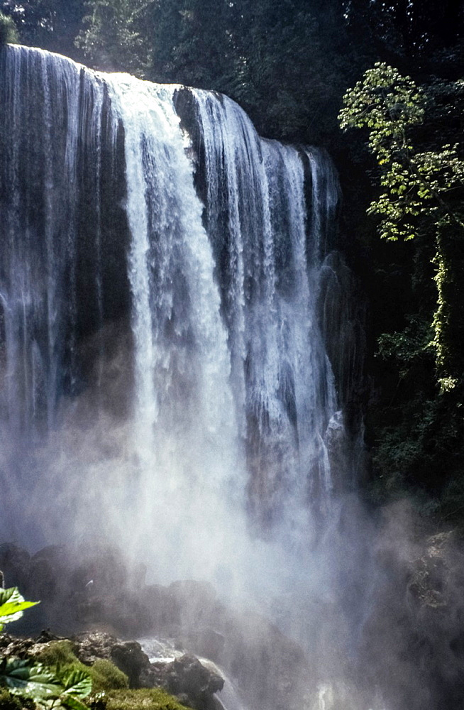 Waterfalls Pulhapanzak, San Pedro Sula, Honduras.