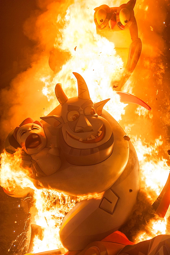 Burning of the Fallas at the night of 'La Crema'. Valencia, Spain