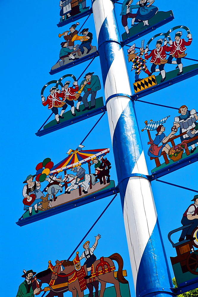 Maypole, Viktualienmarkt square, Munich, Bavaria, Germany, Europe.