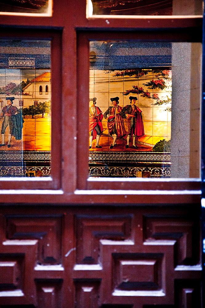 Decoration in Calle de Alvarez Gato street, ¨Callejon del Gato¨, Barrio de las Letras district, Madrid, Spain.