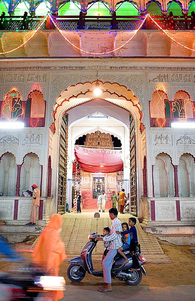 Gate of Visna∫ temple,pushkar, Rajasthan, india.
