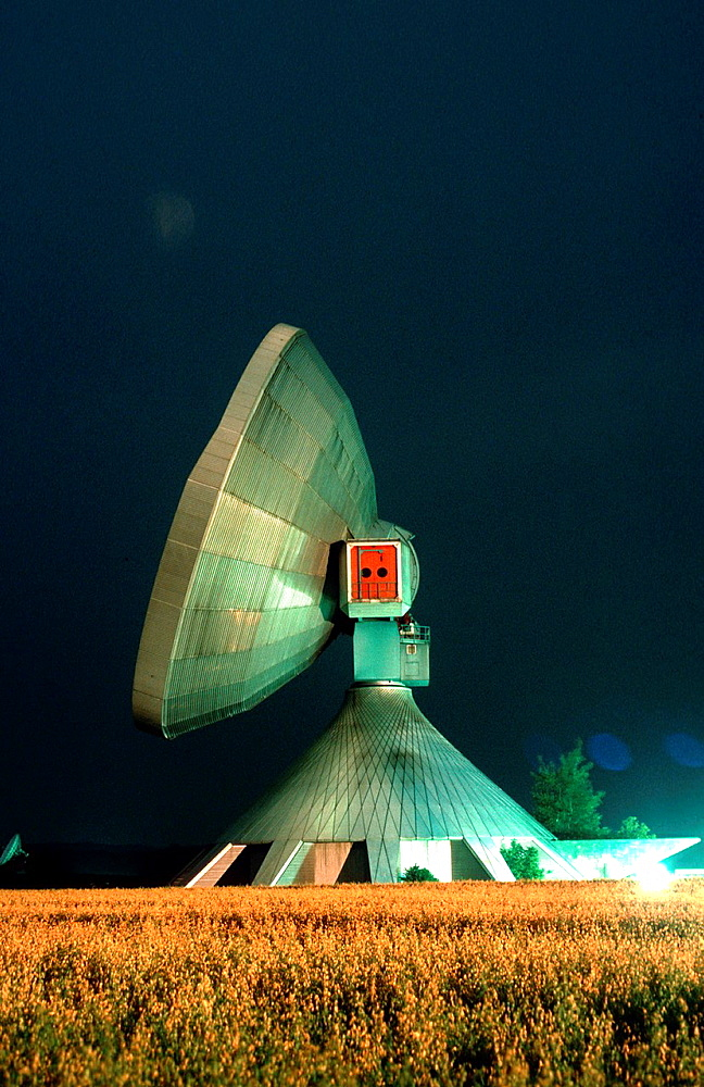 Raisting earth station at night - 817-452118