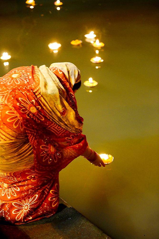 India, Uttar Pradesh, Varanasi, Offering of light to the Ganges.