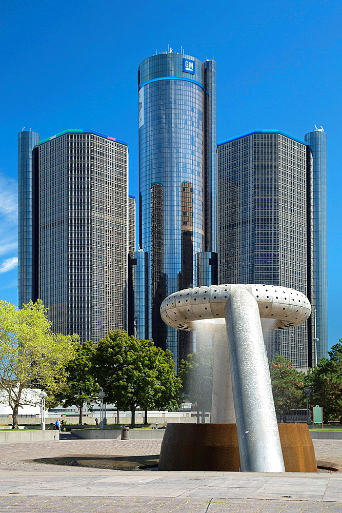 Detroit, Michigan, General Motors headquarters and the Detroit Marriott Hotel in the Renaissance Center with the Noguchi Fountain in Hart Plaza in the foreground.