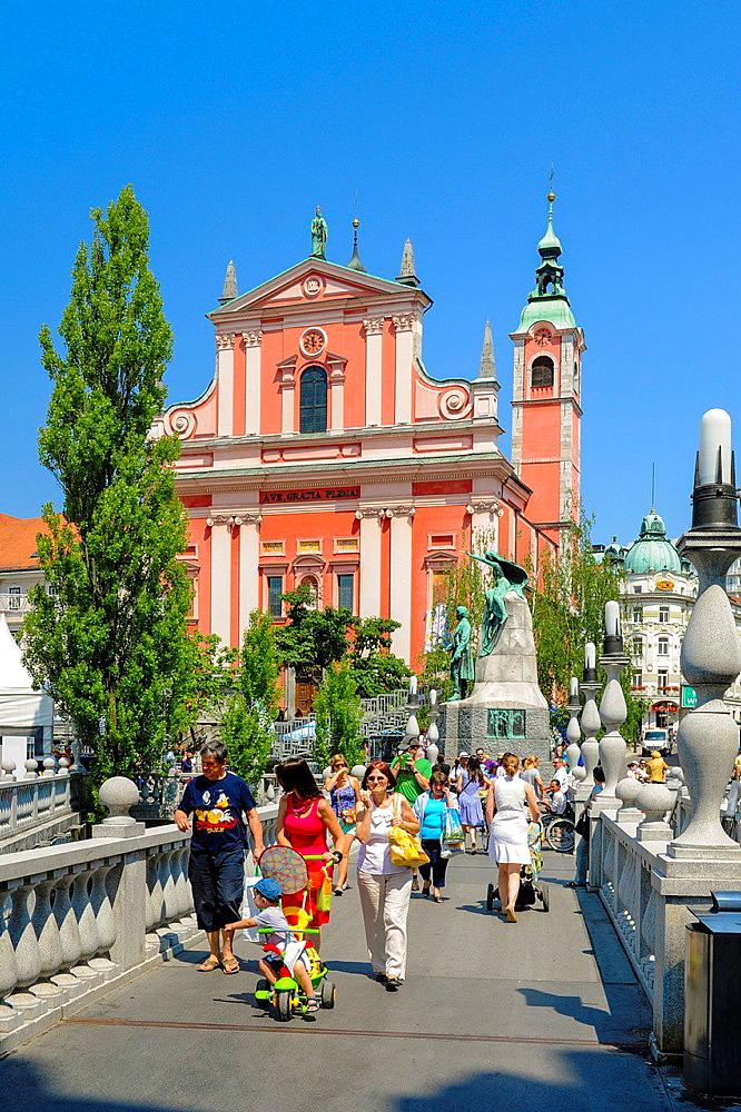 Ljubljana, Franziskanerkirche, Maria Verkundigungskirche, Cerkev Marijinega oznanjenja, Tromostovje, Drei Brucken, Slovenia