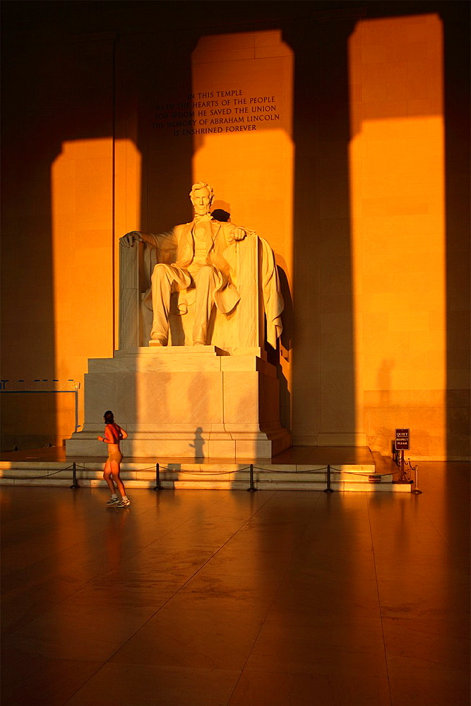 Statue of Abraham Lincoln at the Lincoln memorial, Washington D.C., USA.
