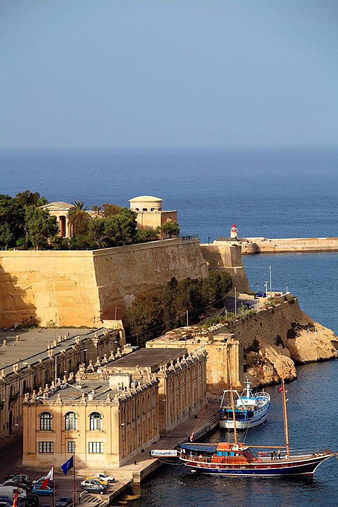 Malta, Valletta, Barriera Wharf, Lower Barrakka Gardens, Grand Harbour.