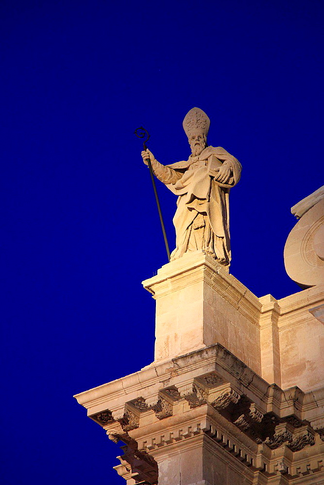 Italy, Sicily, Siracusa, Duomo, Cathedral, statue.