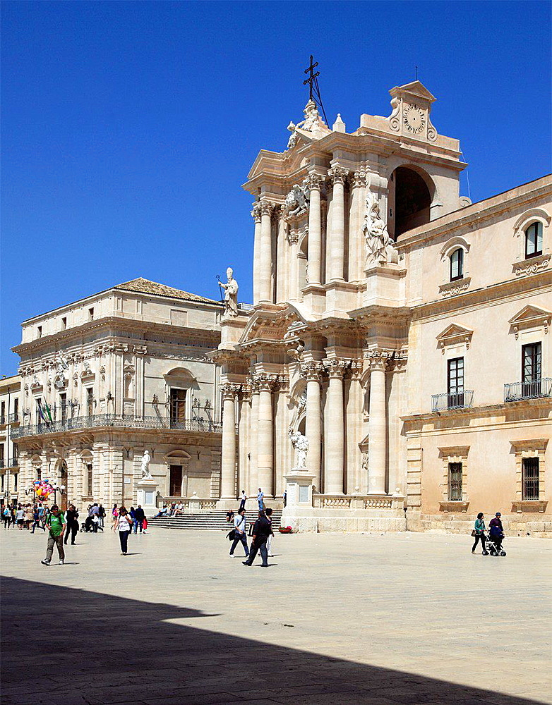 Italy, Sicily, Siracusa, Duomo, Cathedral.