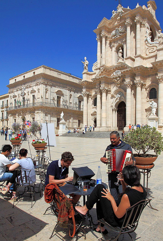 Italy, Sicily, Siracusa, Duomo, Cathedral, people.
