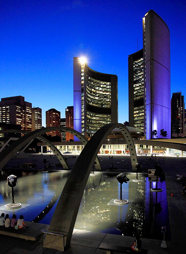 Canada, Ontario, Toronto, Nathan Phillips Square, City Hall,.
