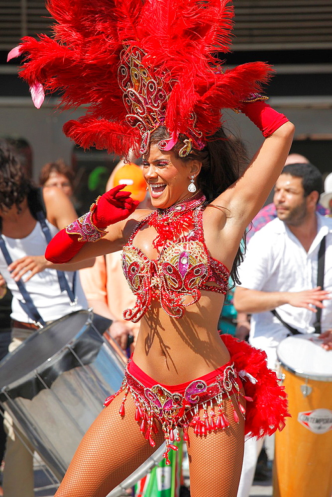Canada; Quebec, Montreal, Nuits d'Afrique, festival, Brazilian, parade, dancers,.