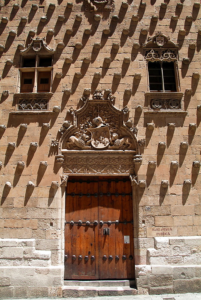 West facade of Casa de las Conchas (15th-16th century) mixing late Gothic and Plateresque style, decorated with more than 300 shells, symbol of the order of Santiago, Salamanca, Castilla-Leon, Spain