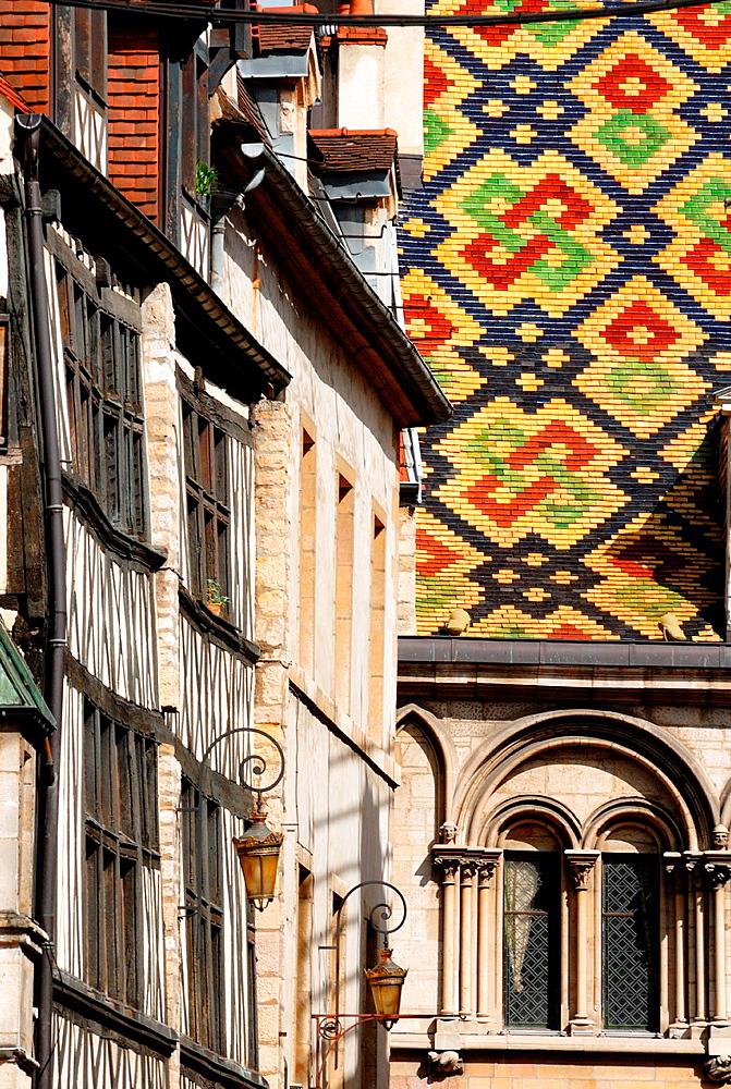 Architectural detail, 17th century Hotel de Vogue on background, Dijon, Cote d¥Or, Burgundy, France