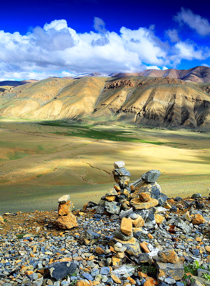 Mountain landscape, Shigatse Prefecture, Tibet, China.