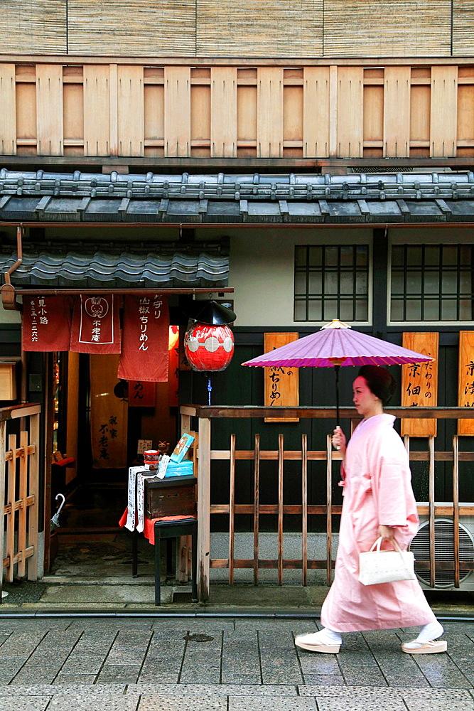 Japan, Kyoto, Gion, street scene, geisha,.