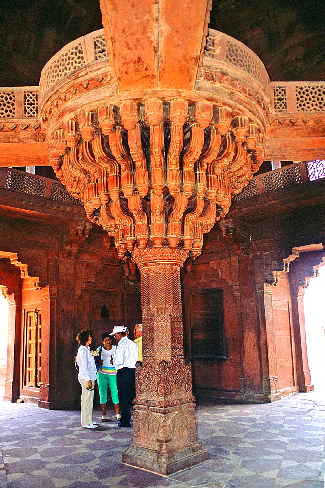 The central pillar of Diwan-i-Khas, or Hall of Private Audience, Fatehpur Sikri, Uttar Pradesh state, India