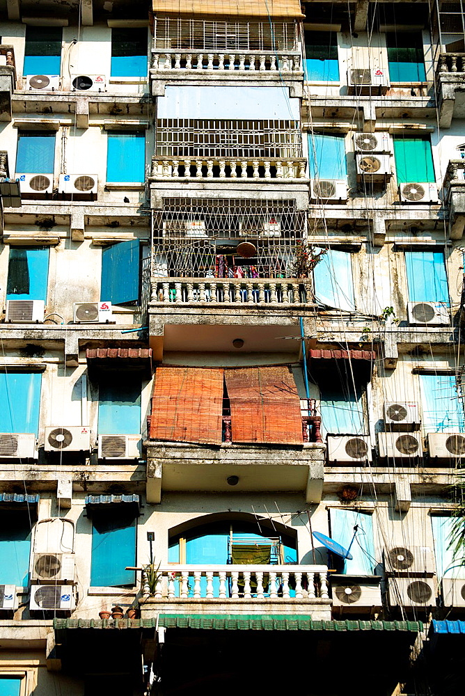 Old building terraces with airconditioners in Yangon in Myanmar. - 817-472151